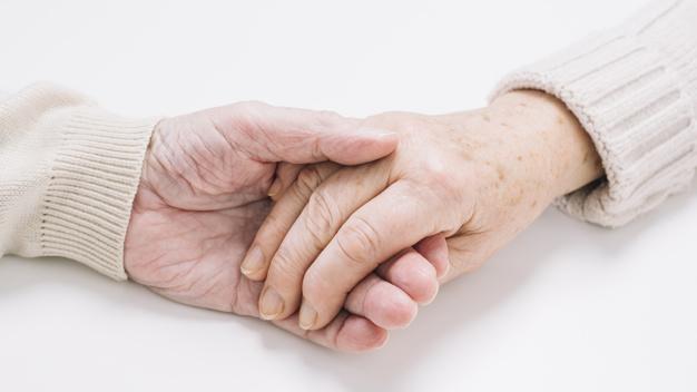 نزدیک-نگه-داشتن-زن-و-شوهر-سالمند