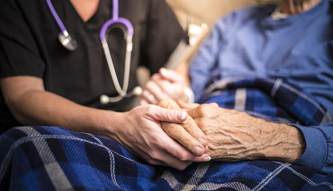 خانه سالمندان بهتر است یا استخدام پرستار سالمند در منزل